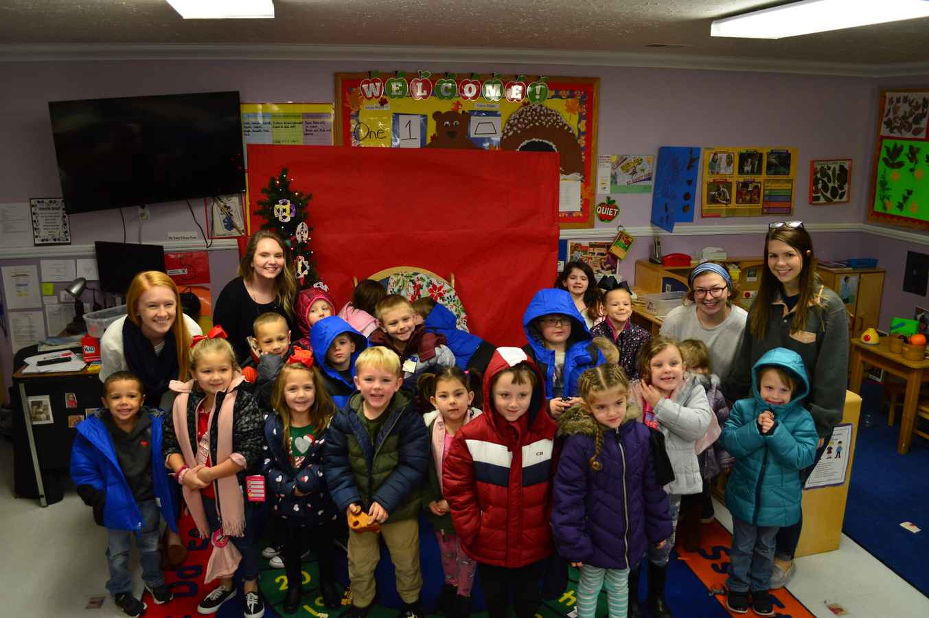 LWC Bonner Scholars Lead Coats for Kids Drive