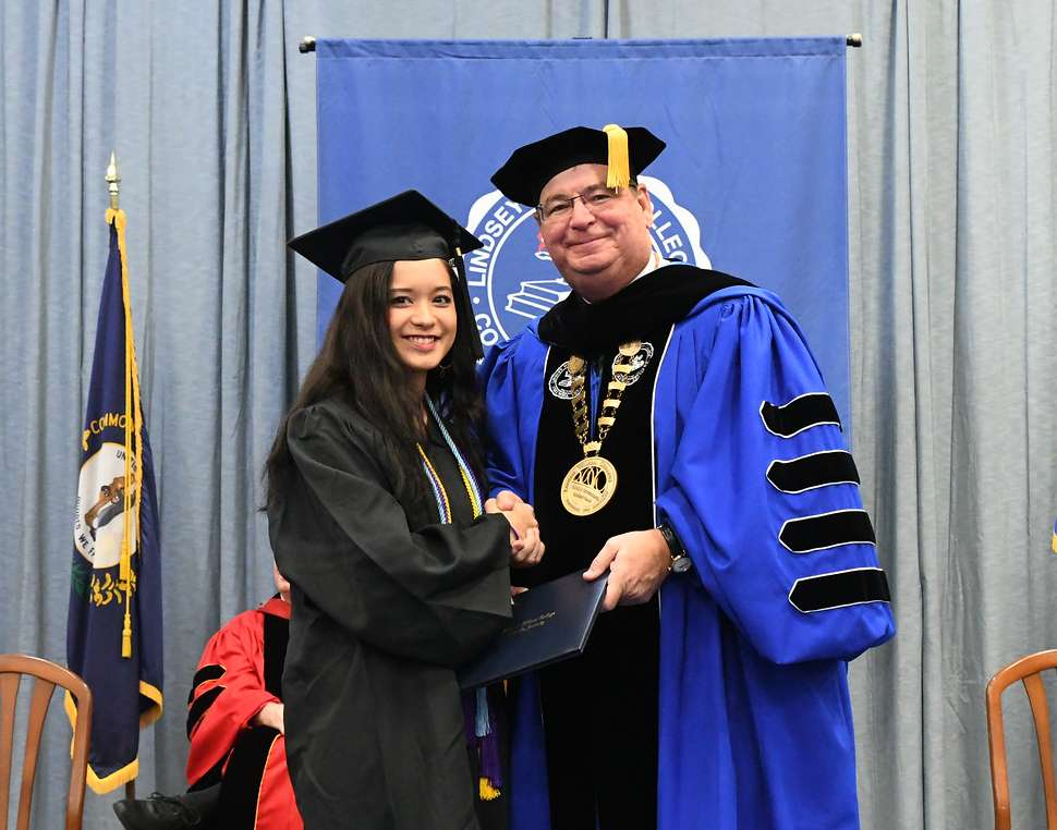 LWC Confers 368 Degrees at Winter Commencement Ceremony